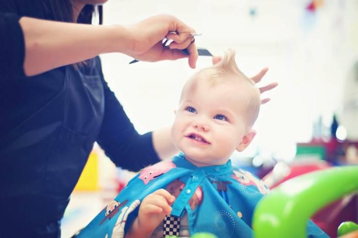 Когда стричь ребенка первый раз - приметы, рекомендации педиатров