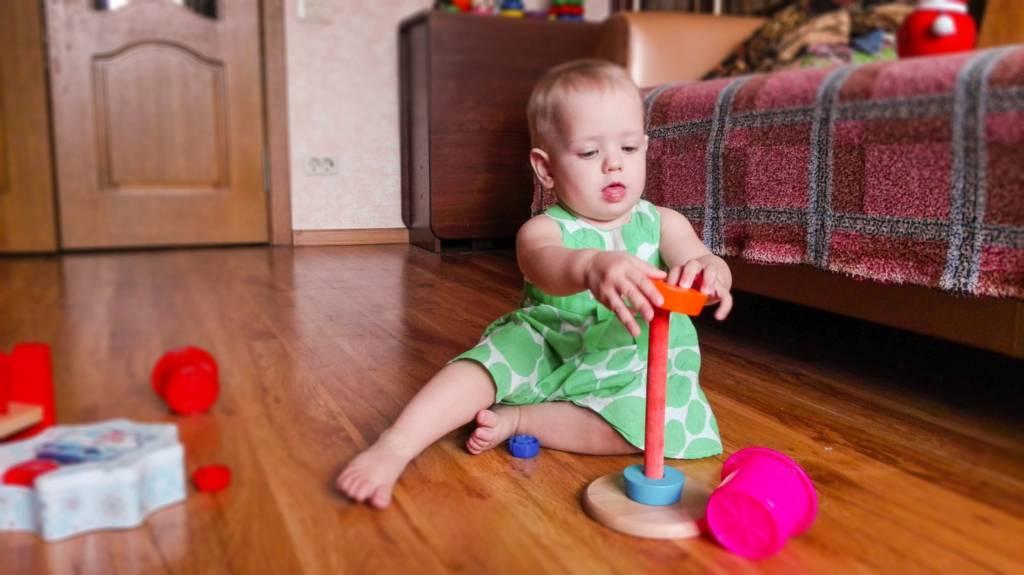 Как научить ребенка собирать пирамидку: во сколько малыш начинает складывать ее? | учимся, играя | vpolozhenii.com