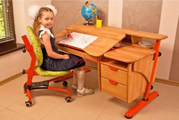 Письменный стол для школьника (76 фото): детские рабочие парты для дома с полкой, размеры трансформеров для ребенка, растущий предмет мебели со стеллажом