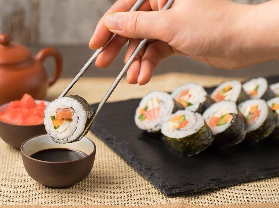 Можно ли при грудном вскармливании роллы, суши, соевый соус