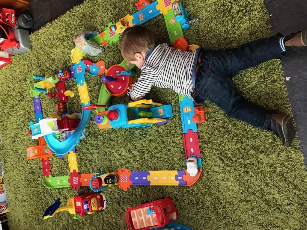 Что подарить мальчику на 1 годик: интересные идеи подарков на день рождения