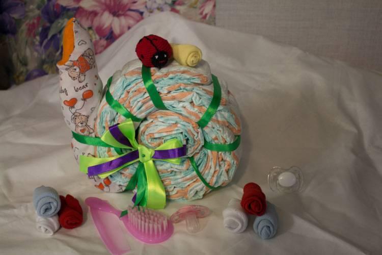 Очаровательный подарок для новорожденной крохи – корзинка с цветами из подгузников - коробочка идей и мастер-классов