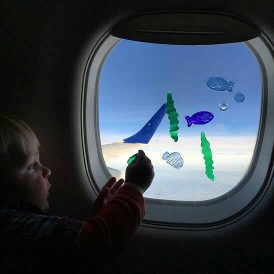Чем заняться в самолете: чем развлечь себя и ребенка в длительном перелете