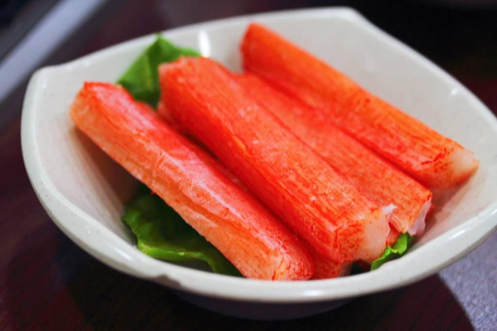 Можно ли кушать крабовый салат при грудном вскармливании - умный врач