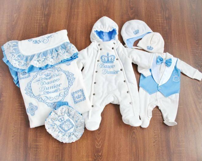 Выбор и подготовка одежды для новорожденных на выписку из роддома