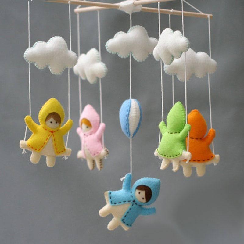 Раннее развитие: делаем сами детский мобиль монтессори для новорожденного