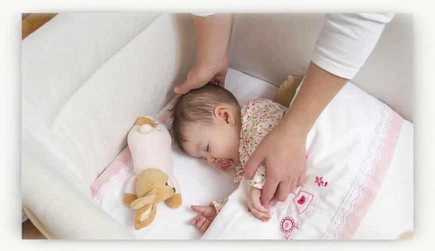Рекомендуемые позы сна для новорожденного