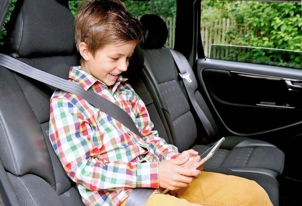 Как правильно перевозить младенцев в автомобиле по нормам гибдд? с какого возраста можно перевозить ребенка в бескаркасном автомобильном кресле и нужно ли: все «за и против правила применения детского кресла в автомобиле