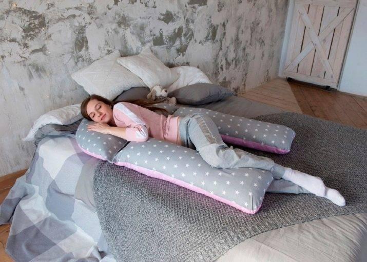 Стоит ли покупать подушку для беременных: плюсы и минусы