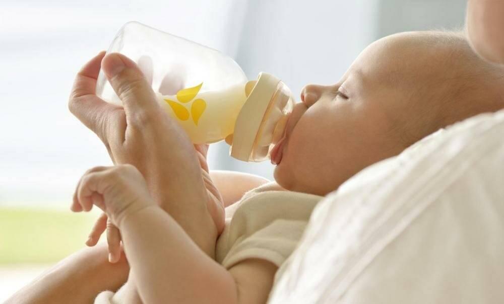 Когда ваш ребенок научился держать бутылочку? - болталка для мамочек малышей до двух лет - страна мам