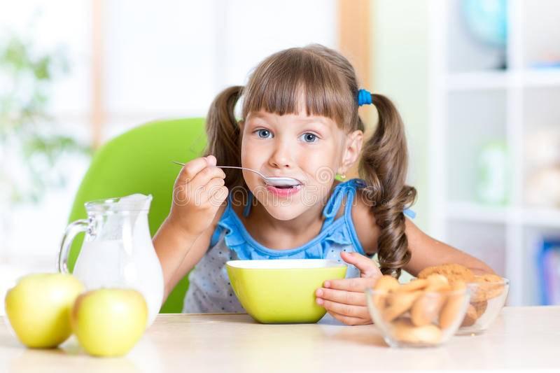 Почему ребенок отказывается от еды и что с этим делать   nestle baby