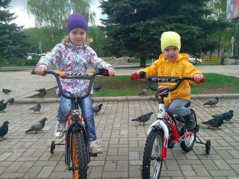 Как научить ребенка кататься на двухколесном велосипеде в 3-6 лет (видео)   физическое развитие   vpolozhenii.com