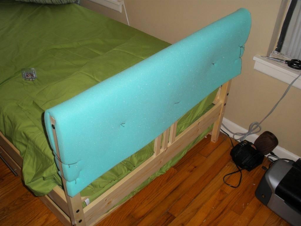 Чем покрасить детскую кроватку из дерева?