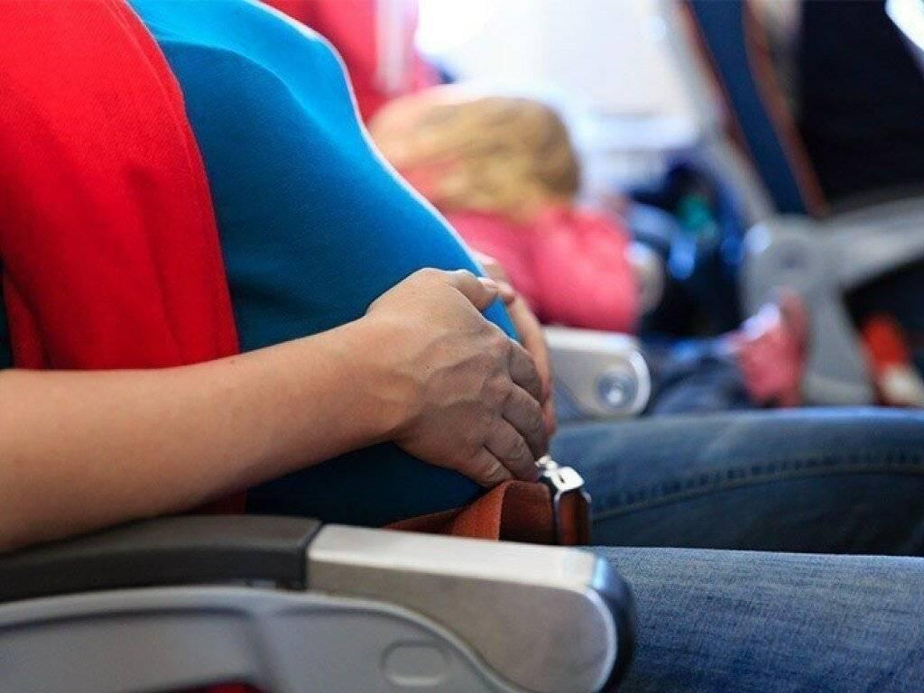 До какого срока беременных пускают в самолет: противопоказание для полета