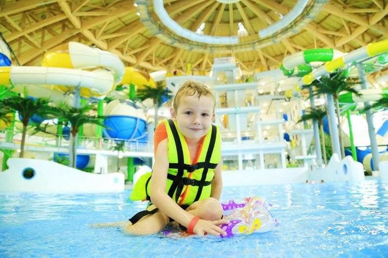 Собираюсь в аквапарк с семьей. что нужно знать, учесть и взять с собой?