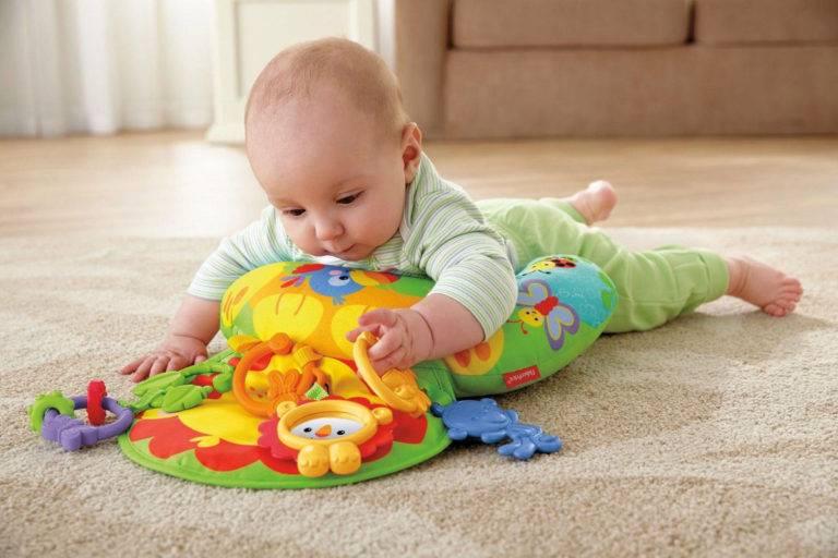 Как помочь ребенку встать на четвереньки и когда должен начинать учиться