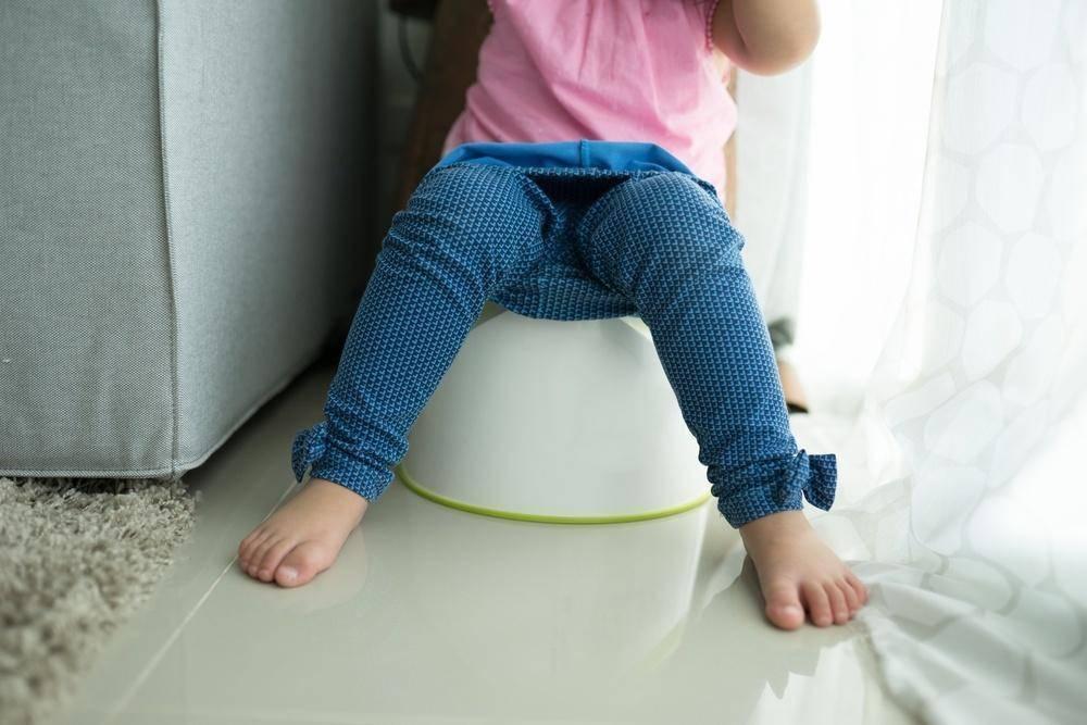 Как и когда отучать ребенка от памперсов: переход с подгузников на трусики
