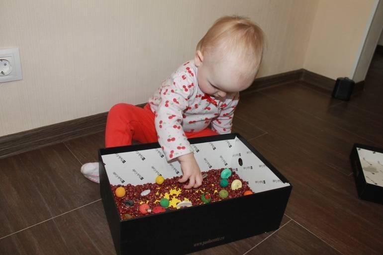 Игрушки своими руками для развития мелкой моторики у детей: сенсорные мешочки, коврики, шнуровка, подушка и прочие приспособления