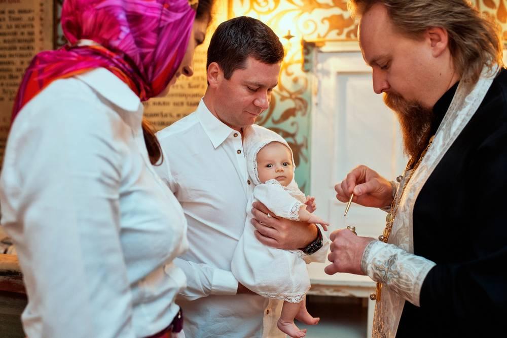 Крещение ребёнка: народные приметы и традиции - когда крестить ребёнка?