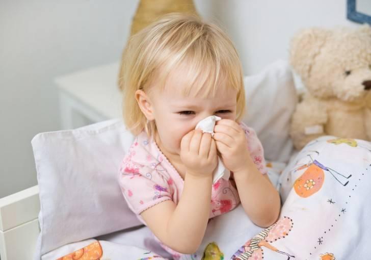 Как научить ребенка высмаркиваться