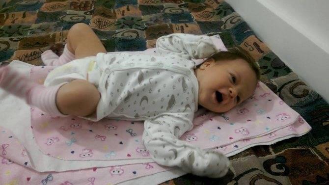 Во сколько месяцев дети начинают агукать?