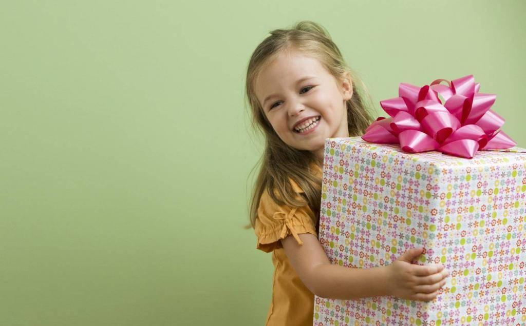 Что подарить мальчику на 6 лет?  какую книгу можно подарить на день рождения сыну? лучшие идеи полезных презентов
