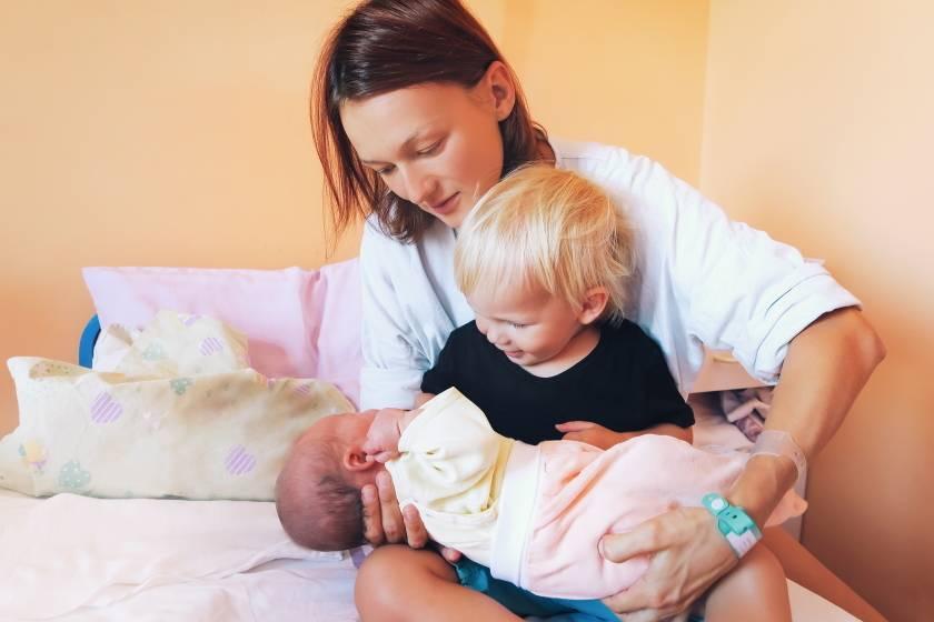 Как подготовить старшего ребёнка к рождению второго