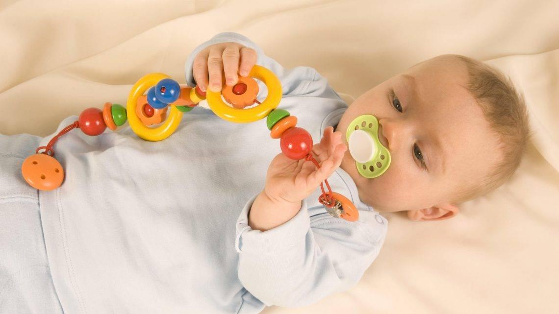 Какие игрушки нужны ребенку до 1 года по месяцам развития