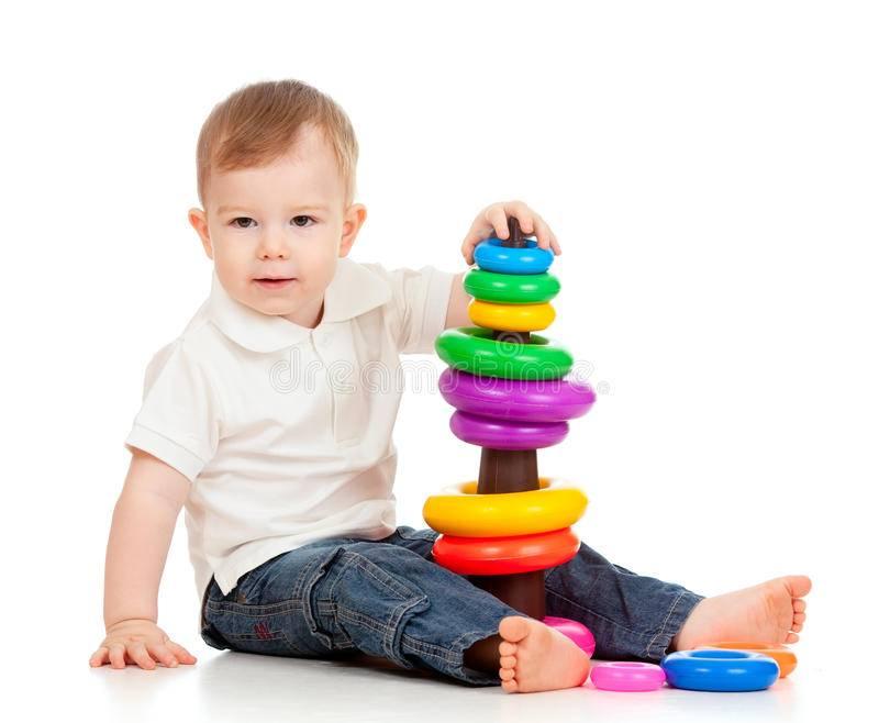 Как научить складывать пирамидку ребенка
