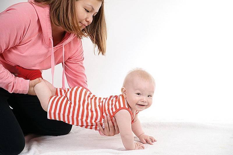 Упражнения комаровского, чтобы научить своего ребенка ползать