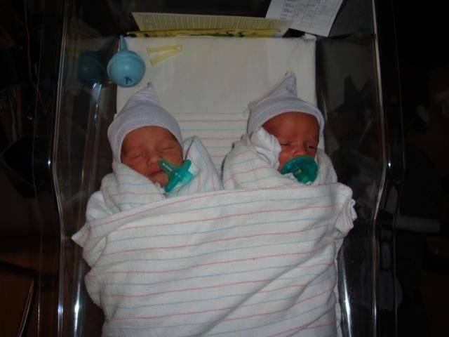 Вес и рост двойни (близнецов) при беременности и рождении: нормы и особенности