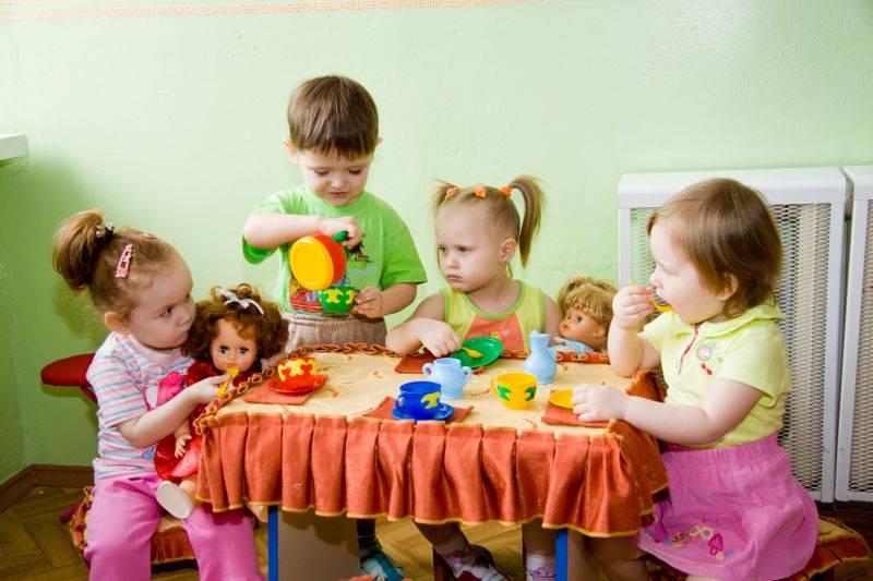 С какого возраста берут в ясли и нужно ли отдавать малыша в ранние группы?