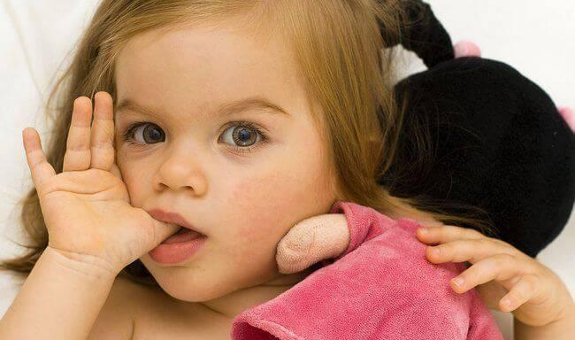 Ребенок сосет палец. что значит и как отучить - ortodonts.ru