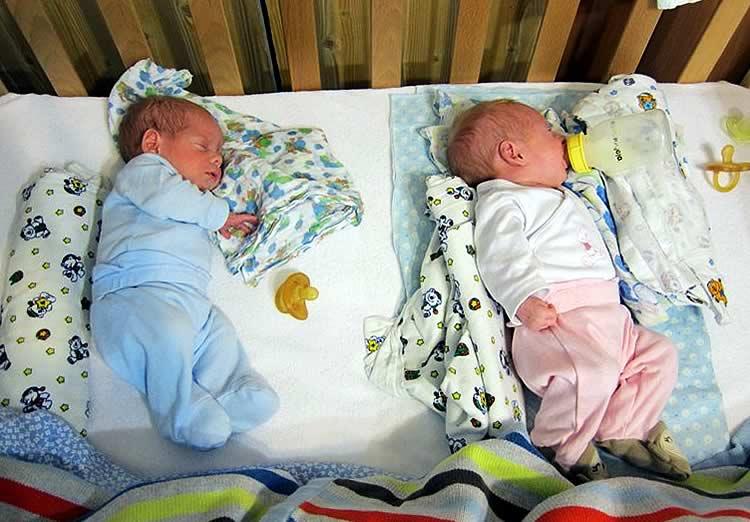 На каком боку лучше спать новорожденному. как должен спать новорожденный ребенок