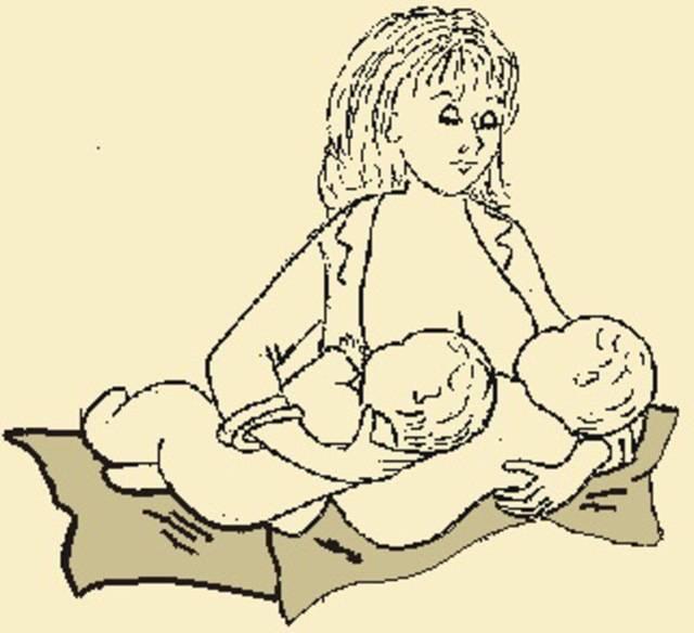 Как кормить грудью близнецов?  | грудное вскармливание