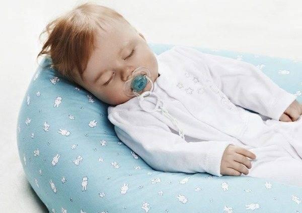 Десткая подушка для ребенка - аскона для детей, какую ортопедическую выбрать, высота для сна, какая лучше, нужна ли, на какой лучше спать