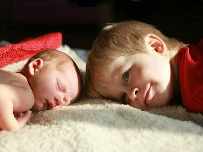 14 эффективных способов устранить детскую ревность