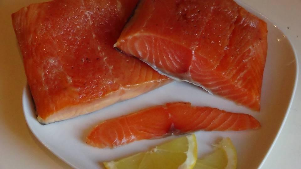 Можно ли есть сырой лосось: полезные и опасные свойства рыбы