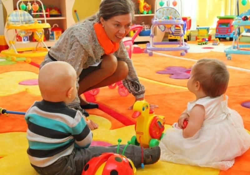 В каком возрасте отдавать ребенка в садик   когда отдавать ребенка в детский сад