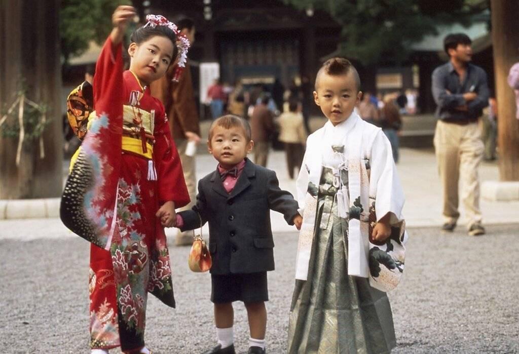Как воспитывают детей в разных странах мира: различные методики и их отличия