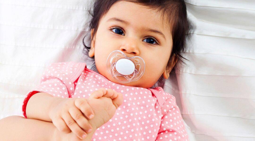 Как отучить  ребёнка от соски правильно. в каком возрасте лучше отучать ребёнка от соски без плача и травм | inwomen