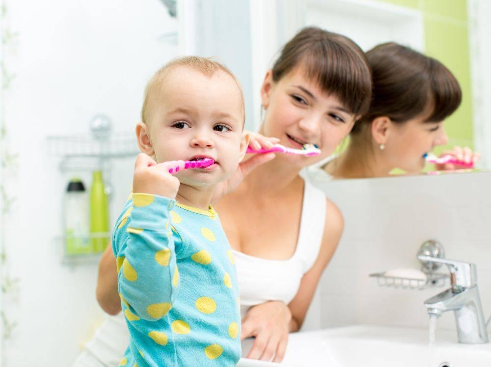 Как приучить ребёнка чистить зубы