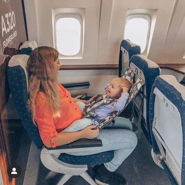 Как летать в самолете с грудничками?